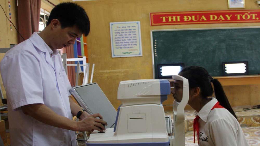 Phát động chương trình khám sàng lọc các bệnh về mắt cho người cao tuổi, học sinh